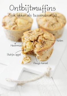 Havermoutmuffins met appel en kaneel, noten en rozijnen. Geen suiker aan toe te voegen! Voedzame en leuke ontbijtmuffins, ze ruiken en smaken heerlijk! Super Healthy Recipes, Healthy Sweets, Healthy Breakfast Recipes, Healthy Baking, Whole Food Recipes, Healthy Snacks, Dessert Recipes, I Love Food, Good Food