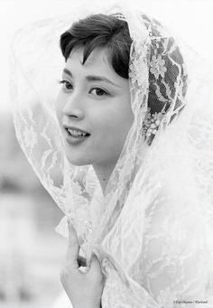 "cerrytree: "" 岡田茉莉子さん Mariko Okada in 'Akitsu Springs', 1962 - Directed by Kijû Yoshida Photographed by Yuji Hayata From 紀伊国屋書店 """