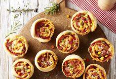 These mini mushroom tarts are a show stopping hors d'oeuvre, and feature sautéed mushrooms with goat cheese mousse and balsamic glaze. Dinner Party Recipes, Snacks Für Party, Mushroom Tart, Elegant Appetizers, Brunch, Mini Tart, Sauteed Mushrooms, Balsamic Glaze, Milk Recipes