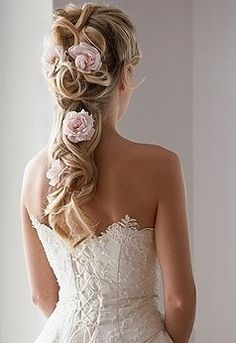 So pretty! woulld love this; my long curly hair with flowers woven in. only I would use daisies :)