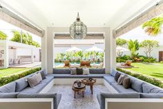 It's not easy to combine a house made for entertainment but also completely targeted for families with young children. But Villa JOJU has managed to do both. Outdoor Spaces, Outdoor Living, Outdoor Decor, Pool Cabana, Villa Design, Pool Houses, Outdoor Entertaining, Interior Modern, My Dream Home