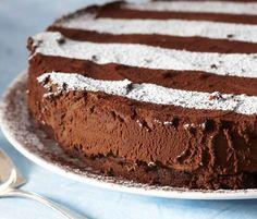 Suklaa-tryffelikakku Chocolate Truffle Cake, Tasty Chocolate Cake, Chocolate Truffles, Cake Truffles, Kermit, Cakes And More, Yummy Snacks, Tiramisu, Tart