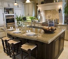 This island is huge! The countertop is fantastic and I really want to eat breakfast while sitting on one of those stools.