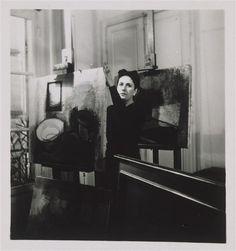 Vue de l'atelier de Dora Maar, rue de Savoie : Dora Maar derrière son chevalet