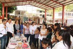 "Landa de Matamoros, Qro. La Presidenta Municipal de Landa de Matamoros, Qro, clausuró los cursos de Capacitación del Programa ""Bécate""..."