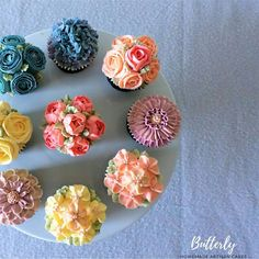 Floral Cupcakes, Floral Cake, Buttercream Flowers, Caramel, Cake Decorating, Vanilla, Homemade, Chocolate, Desserts