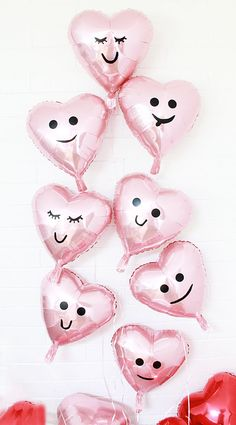 Bridal shower decor idea - DIY valentine balloons, heart emoji balloons {Courtesy of A Bubbly Life} Valentines Balloons, Valentines Day Food, Valentine Day Crafts, Happy Valentines Day, Printable Valentine, Homemade Valentines, Valentine Wreath, Valentine Box, Valentine Ideas