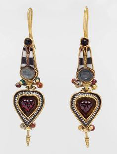 Ancient Greek earrings. 300-200 BC. The MET Museum