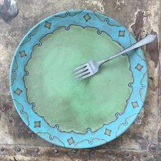 "343 To se mi líbí, 30 komentářů – Foxtail Pottery ~ Mandy Shoger (@foxtailpottery) na Instagramu: ""A new plate idea I'm testing out. What do you think? It's more dainty than my normal work but I…"""