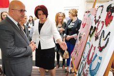 Türkiye'de ilk kişisel iğne oyası sergisi Afyonkarahisar'da açıldı All News, Good News, Breast, Suit Jacket, Suits, Coat, Jackets, Fashion, Down Jackets