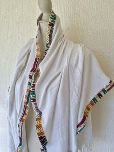 Upcycling - Echarpe blanche tissu wax africain par cewax - Foulards   E -  Afrikrea 4381838c527