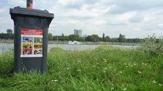 Restmüllbehälter am Rhein. Waste container at the river Rhine, Düsseldorf.