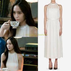 "2,720 curtidas, 1 comentários - @kdrama_fashion no Instagram: ""Krystal wore JILLSTUART NEWYORK WOMEN 17SS White Silk Halterneck One-Piece ₩699,000 (USD 613) in…"""