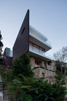 A contemporary beach house on a recovered sandstone quarry in Sydney