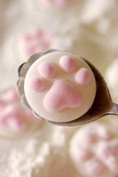 Cat paw Marshmallow ★ More on #cats - Get Ozzi Cat Magazine here >> http://OzziCat.com.au ★
