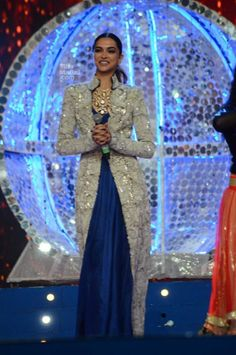 Deepika Padukone at Umang Police Show #deepikapadukone #umangshow #indianstyle #fashion #glamour #fblogger #deepikaranbir #designerfrock #jacket #embroidered #partywear #formalwear #latestfashion #bollywood #btown #bollywoodbeauty