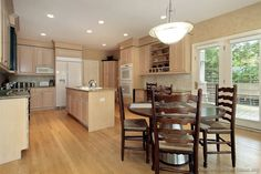 Traditional Light Wood Kitchen Cabinets #160 (Kitchen-Design-Ideas.org)