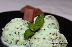 Helado de menta y chocolate Thermomix Tapas, Chocolate Thermomix, Menta Chocolate, Cookies And Cream, Ice Cream, Ethnic Recipes, Desserts, Shape, Popsicle Recipes