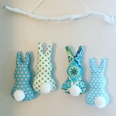 Osterdeko: Puschelhäschen aus Stoff – Osterhasen autour du tissu déco enfant paques bébé déco mariage diy et crochet Fluffy Bunny, Diy Crafts To Do, Handmade Crafts, Diy For Kids, Crafts For Kids, Easter Bunny Decorations, Easter Decor, Easter Crafts, Easter Traditions