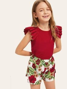 To find out about the Girls Pleated Ruffle Embellished Top & Tropical Print Shorts Set at SHEIN, part of our latest Girls Two-piece Outfits ready to shop online today! Preteen Girls Fashion, Kids Fashion, Cute Girl Outfits, Kids Outfits, Kids Dress Wear, Baby Dress, Little Girl Photos, Cute Young Girl, Embellished Top