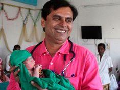 Médico que no cobra por los partos de niñas, 1 campaña humanitaria