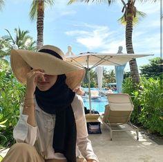 Casual Hijab Outfit, Ootd Hijab, Hijabi Girl, Girl Hijab, Muslim Girls, Muslim Women, Hijab Fashion Summer, Ootd Fashion, Ootd Poses