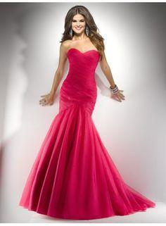 P4708    Divertido y sencillo vestido de drapeado asimétrico palabra de honor de corte sirena.  Confeccionado con organza.  Cierre de tipo corset.  Disponible en toda la gama de colores.