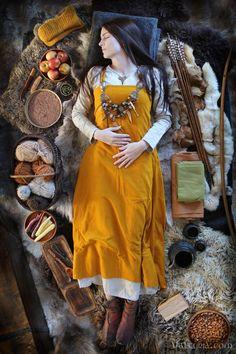 Viking Life, Viking Woman, Viking Art, Historical Costume, Historical Clothing, Historical Photos, Viking Aesthetic, Viking Clothing, Anglo Saxon Clothing