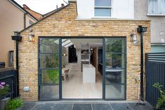 Build Team, a professional construction company in London, offers solutions with great architectural design to increase the space in your home. Visit our gallery for Side Return Extensions and learn more about modern house designs. Kitchen Extension Side Return, Kitchen Diner Extension, Side Extension, Glass Extension, Extension Plans, House Extension Design, Extension Designs, Victorian Terrace House, Victorian Homes