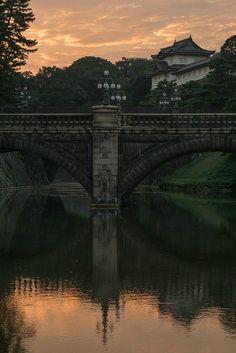 Seimon Ishibashi bridge at Edo Castle in Tokyo / Japan (by Guy Gorek)