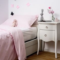 Low bed or bed on the floor: 60 projects to inspire - Home Fashion Trend Mauve Bedroom, Minimalist Room, Mattress Covers, Black Bedding, Full Bed, Decorate Your Room, Inspired Homes, Bed Design, New Homes
