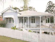 Roof Queenslander home Queenslander House, Weatherboard House, Brisbane Architecture, Cottage Renovation, Exterior House Colors, Exterior Paint, Australian Homes, House Goals, House Front