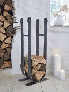A stunning alternative to standard log baskets, this wrought iron log stack is a statement piece for your living room, and entirely hand-forged by an artisan blacksmith. Firewood Rack Plans, Firewood Stand, Indoor Firewood Rack, Range Buche, Stove Accessories, Wood Basket, Metal Log Basket, Wrought Iron Decor, Wood Store