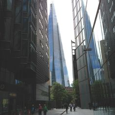 The big pointy waste of money!! (the shard)