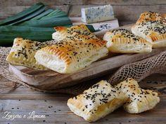 Questi bauletti al gorgonzola sono degli stuzzichini saporiti e sfiziosi, ideali per una merenda o un brunch domenicale. Facili da preparare.