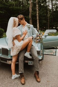 "Free-Spirited New Hampshire Elopement Inspiration in the White Mountains – Compass Collective – Wild and Wed 50 Set in a mystical Northeastern forest, this ""Live Free"" quirky & cool wedding inspo gives us rock & roll vibes! #bridalmusings #bmloves #rocknroll #livefree #coolbride #altbride #weddinginspiration #weddinginspo #weddingphotographer"