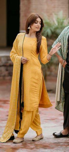 Designer Punjabi Suits Patiala, Punjabi Suits Designer Boutique, Indian Designer Suits, Pakistani Dress Design, Punjabi Suit Simple, Salwar Suits Simple, Embroidery Suits Punjabi, Embroidery Suits Design, Salwar Designs
