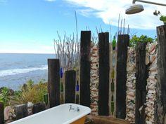 Heute gestaltet man das Badezimmer im Sommer unter freiem Himmel. Halten Sie auch Schritt mit dem neuen Trend und besorgen Sie sich eine Outdoor Dusche...