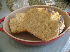 Pain au boursin : 480g de farine T55 220ml eau 2 c à c de lait en poudre, 1,5 c à c de sel, 2 c àc de sucre , 150g de boursin ail et fines herbes, 1,5 c à c de levure sèche . Après j'ai appliqué la recette classique eau + Lait poudre + levure V3, 35° pdt 3mn et ensuite P1 avec les autre ingrédients j'ai laissé poussé dans le bol, dégazé façonné la pate est un peu molle mais avec un peu de farine nickel j'ai mis dans un moule silicone et dans ma cocotte démarrage four froid 200° pdt 55 mn.