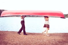 When I get married I really want to take some engagements with a boat! So freaking cute! :)