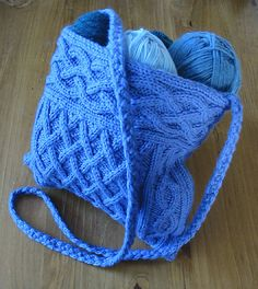 Ravelry: Quinn Cabled Bag pattern by Yvonne Kao ......... NB to self:  in an oatmeal colour or darker brown...........