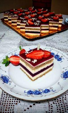Mascarponés, vaníliás, gyümölcszselés sütemény! Ha valami elképesztő finomságot ennél! Hungarian Cake, Hungarian Recipes, Dessert Bars, Oreo, Waffles, Cake Recipes, Food And Drink, Sweets, Mousse