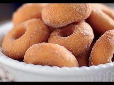 just plain donuts I Love Food, Good Food, Yummy Food, Sweet Recipes, Snack Recipes, Snacks, Bon Dessert, Cinnamon Sugar Donuts, Portuguese Recipes