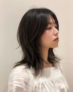 Asian Short Hair, Girl Short Hair, Short Hair Cuts, Japanese Short Hair, Japanese Haircut, Edgy Short Hair, Hairstyles With Bangs, Pretty Hairstyles, Cabelo Inspo