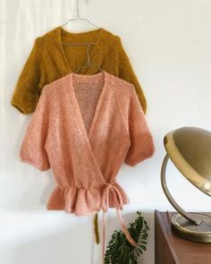 Knitting pattern for Wrap Me Up cardigan by Plummum. Inspiration Wrap Me Up cardigan by Plummum, knitting pattern Mode Crochet, Knit Crochet, Crochet Cardigan Pattern, Knitting Patterns, Skirt Knitting Pattern, Diy Knitting Cardigan, Knit Wrap Pattern, Knitting Tutorials, Loom Knitting