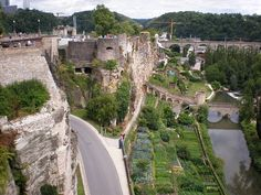 Bockfelsen Luxemburg - Fortress of Luxembourg - Wikipedia Places Around The World, Around The Worlds, Walled City, Holy Ghost, Fortification, World Heritage Sites, Mount Rushmore, Tourism, Castle