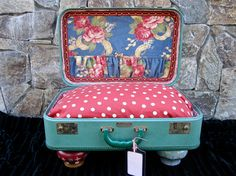 High quality, gorgeous Dog Pet Bed from a recycled vintage suitcase by Etsy artisan LadidaHandbags who has been making these for years and whose work . Diy Dog Bed, Cool Dog Beds, Vintage Suitcases, Vintage Luggage, Pet Beds, Dog Houses, How To Make Bed, Interiores Design, Fur Babies