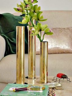 Picture Of stylish and chic diy brass tube vases 1 Modern Centerpieces, Silver Centerpiece, Candle Wedding Centerpieces, Balloon Centerpieces, Diy Vase Projects, Dollar Tree Vases, Cement Art, Gold Diy, Diy Home Crafts