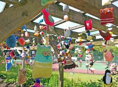 A selection of The Brilliant Birds in the Yarnstorm in Rowntree Park, York, really were brilliant and we had loads of . Hula Hoop Weaving, Extreme Knitting, Knitted Owl, Finger Knitting, Yarn Bombing, Bird Patterns, Growing Tree, Project Yourself, Magazine Design