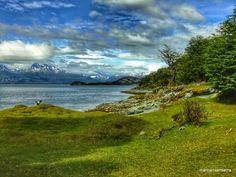 Vuelvo al sur, como se vuelve siempre al amor, vuelvo a vos, con mi deseo, con mi ilusión Pues volvamos a la ciudad más austral Ushuaia y el Parque Nacional Tierra del Fuego